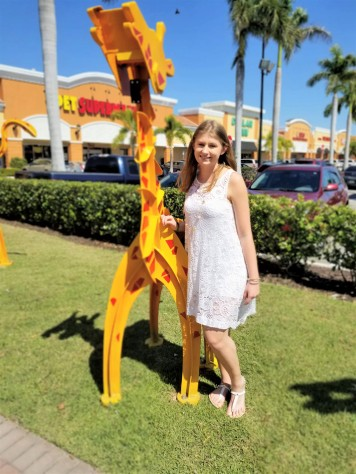 sarah with giraffe